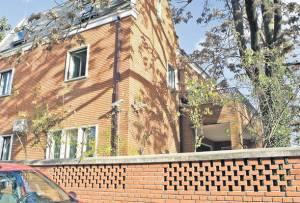 Apartamentul cumpărat ilegal de familia Geoană