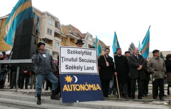În fiecare an, de 15 Martie, pe unguri îi mănâncă în cur a dracului de tare ...