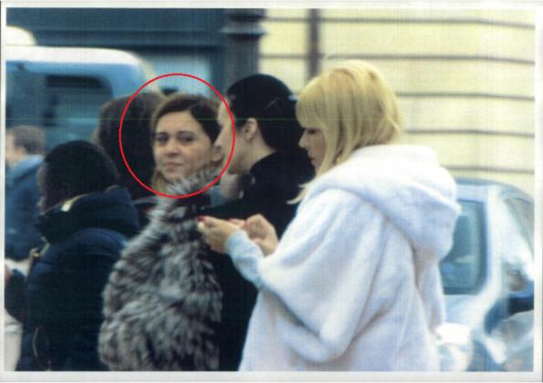 Pe cine caută cu privirea Topoliceanu? -Photosutting parizian (fotografie de la nivelul străzii)