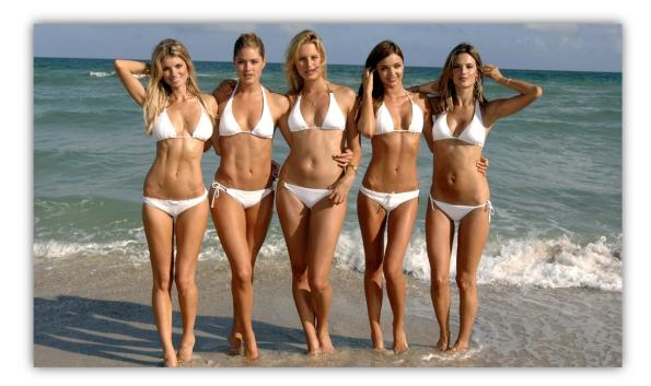 Socant ! Ziua în amiaza mare, la Vama Veche, cinci fete și-au permis să apară în costum de baie și fără a fi bete.